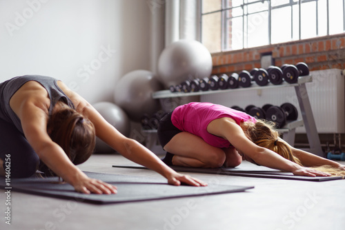 Papiers peints Ecole de Yoga frauen im yoga-kurs