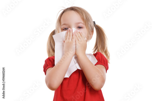 obraz lub plakat hübsches Mädchen putzt ihre Nase