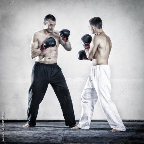 fototapeta na ścianę two men fighting boxing sports