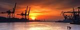 Port Gdynia o poranku. - 114803672