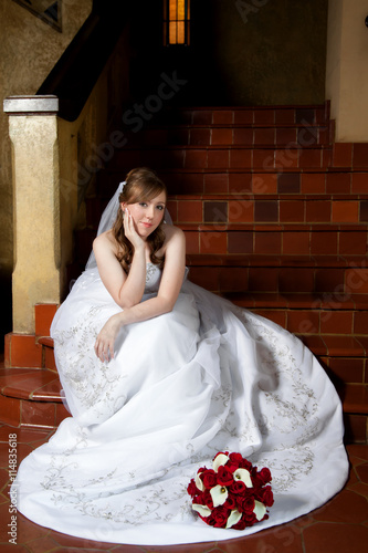 Poster Bride Waiting On Steps