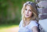 Летний портрет красивой блондинки