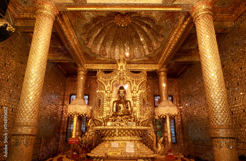Poster Golden Buddha Statue in Botataung paya Pagoda in Rangoon (Yangon), Myanmar