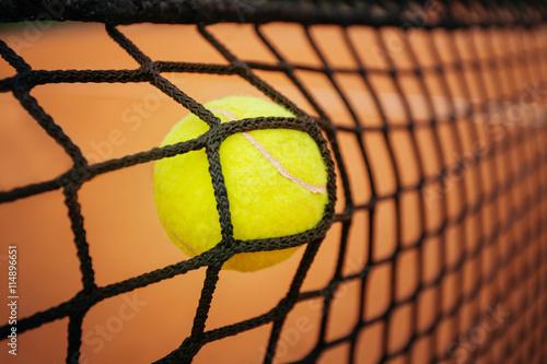 Tennis balle qui frappe le net Poster