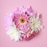a bunch of pink and white flowers