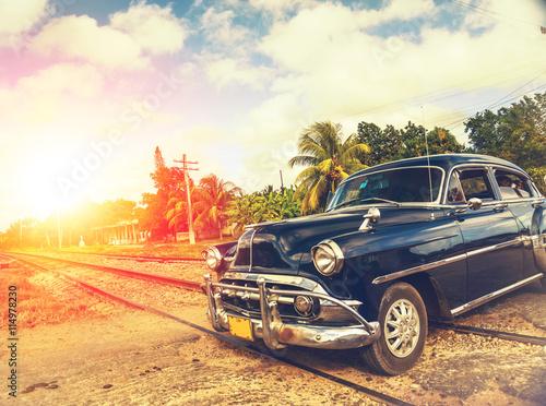klasyczny samochód w Hawanie, na Kubie, filtrowany efekt