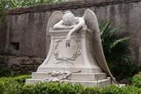 Grabfigur auf dem Cimitero Acattolico in Rom - Engel weint am Grab