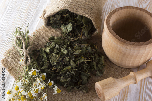 mata magnetyczna mortar and pestle with herbal tea.