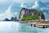 Seascape w Tajlandii. Plaża Phuket. koczownicze miasto cygańskie