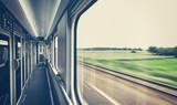 Retro stonowanych pociągu okno z ruchu rozmazany widok.