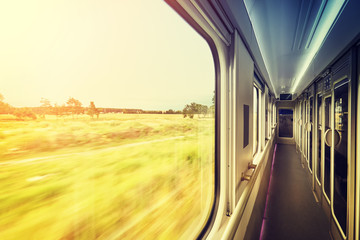 Fototapeta zachód słońca widziany z okna pociągu