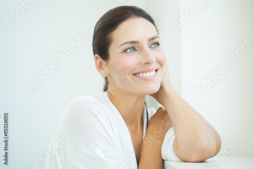 Foto Murales Beautiful Woman At Window