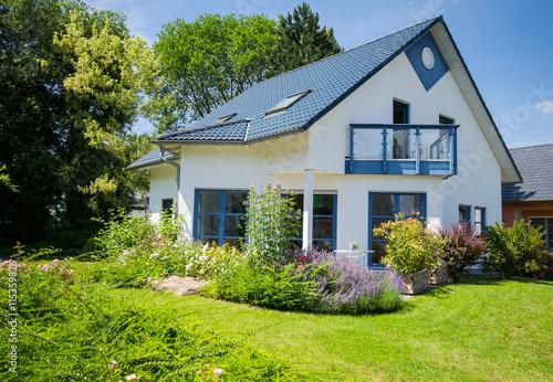 gamesageddon - einfamilienhaus, weiss, sonne, mit garten, Terrassen ideen