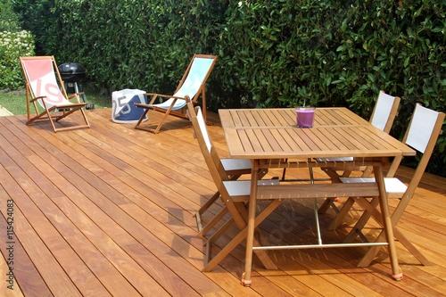 réalisation d'une terrasse en bois exotique - 115424083