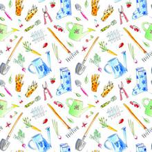 Obraz Wioska z roślin ogrodowych i narzędzi szwu pattern.Drawing z jagód, kwiatów, warzyw, Konewka, spade, buty gumowe, prowizji, carrots.Watercolor ręcznie rysowane illustration.White tło.