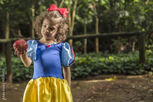 Zdjęcia na płótnie, fototapety, obrazy : Young Snow White looking to an apple