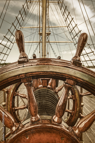 Foto op Aluminium Schip Steering wheel of a sail boat
