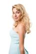 junge blonde Frau im Brautjungfernkleid