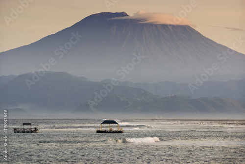 Papiers peints Bali Mt. Agung from Nusa Lembongan. Sunrise view of the volcano known as Gunung Agung as seen from the small island off the coast of Bali known as Nusa Lembongan. This island has seaweed farms and surfing.