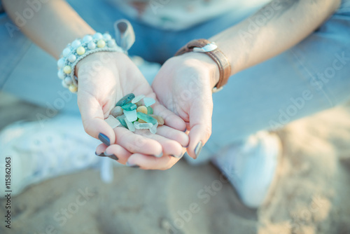Poster Sea glass pieces in the hands of a woman