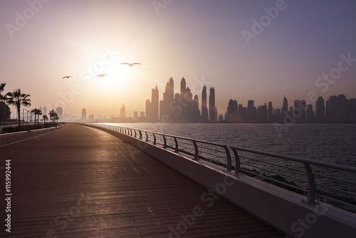 In de dag Dubai Dubai Skyline Boardwalk