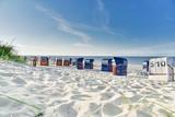 Strandurlaub, Strandkörbe im Sand