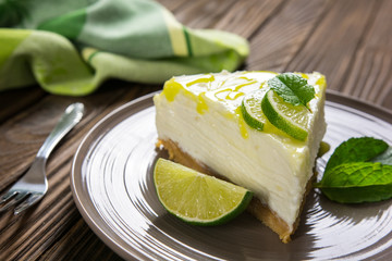 No-bake cheesecake with lime, mascarpone, whipped cream and mint leaf