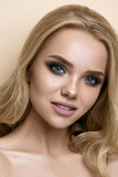 beautiful model lady with fashion make-up, studio fashion shot o