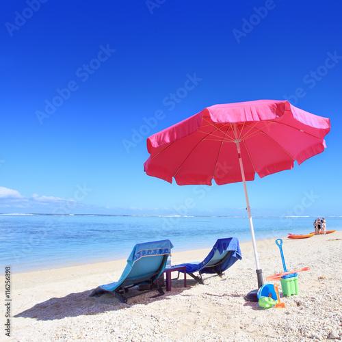 Papiers peints Bleu fonce Vacances à la plage.