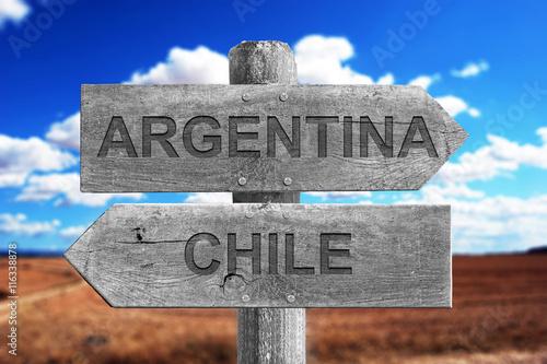 Poster ARGENTINA,CHILE,LIMITES,FRONTERAS, SEÑAL, MADERA, SEÑALES, CAMPO, VEGETACIÓN, CA