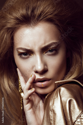 Poster Beautiful girl in a gold dress with creative makeup and hair