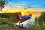 un rincon romantico en el lago de colores