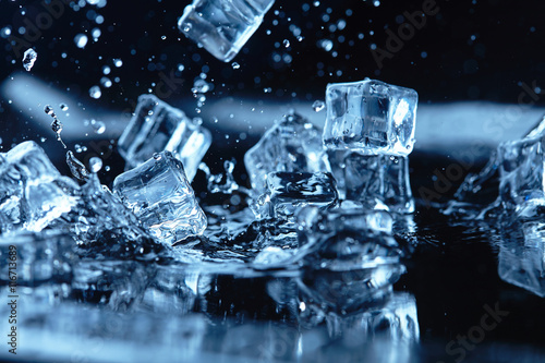 Fototapeta ice cubes with water splash