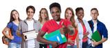 Fototapety Afrikanischer Student zeigt Daumen mit anderen Studenten