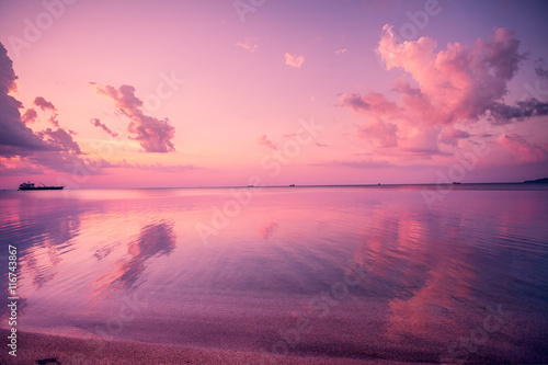 Fotobehang Candy roze Early morning, pink sunrise over sea