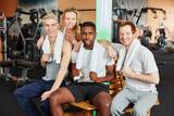 Freunde nach Workout im Fitnesscenter