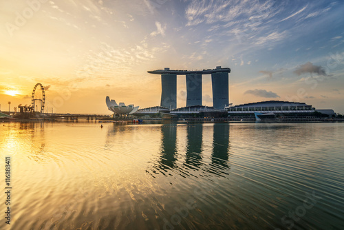 Plagát Sunrise of Singapore Skyline and view of Marina Bay in the morni