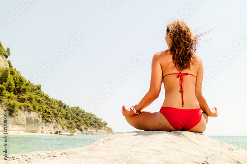 Poster Yoga auf dem Strand