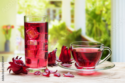 Cup of hot hibiscus tea and the same cold drink