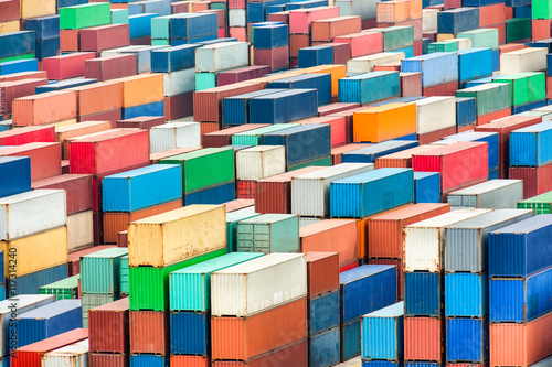Fotobehang Antwerpen Container im Hafen werden auf ein Schiff verladen