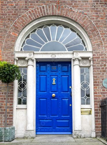Stampa su Tela Irland - Dublin - bunte Haustür am Merrion Square Park