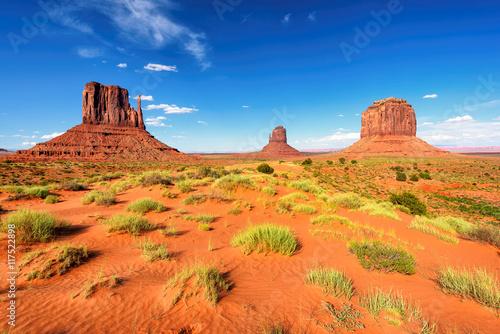 Zdjęcia na płótnie, fototapety na wymiar, obrazy na ścianę : The unique landscape of Monument Valley, Utah, USA.