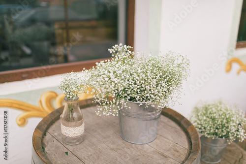 Zdjęcia na płótnie, fototapety, obrazy : Wedding decoration ideas, can with flowers