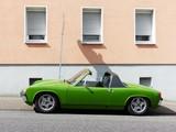 Knallgrüner Sportwagen der Siebziger Jahre mit herausnehmbaren Targadach in Krofdorf-Gleiberg