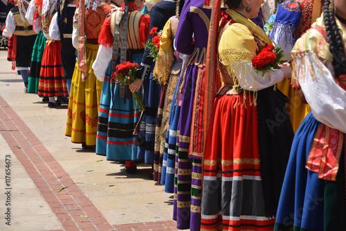desfile de trajes regionales