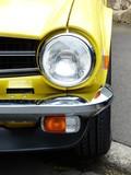 Gelber englischer Sportwagen Klassiker der frühen Siebziger Jahre in Wettenberg Krofdorf-Gleiberg
