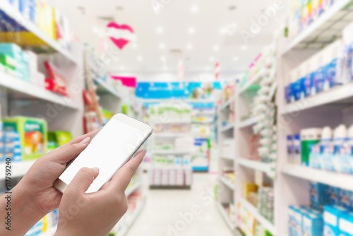 In de dag Apotheek Hand with smartphone white screen