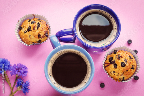 Fototapeta Blueberry muffins, two cups of coffee and cornflowers on pink ba