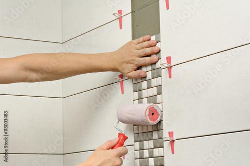 fototapeta remont �azienki uk�adanie mozaiki p�ytki