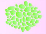 Pedras verdes em formatos variados